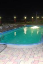 Ночной басейн на базе отдыха Вилли Мадрид